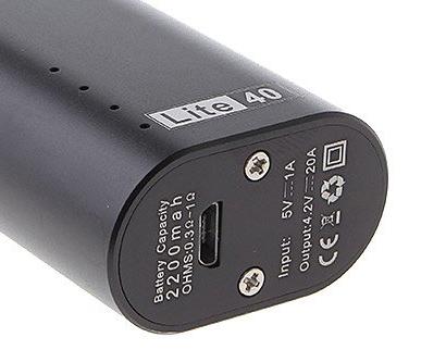 micro usb konektor na spodní ploše elektronické cigarety