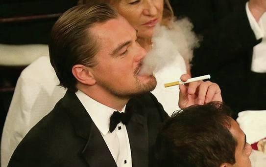 Leonardo di caprio fajčí elektronickú cigaretu